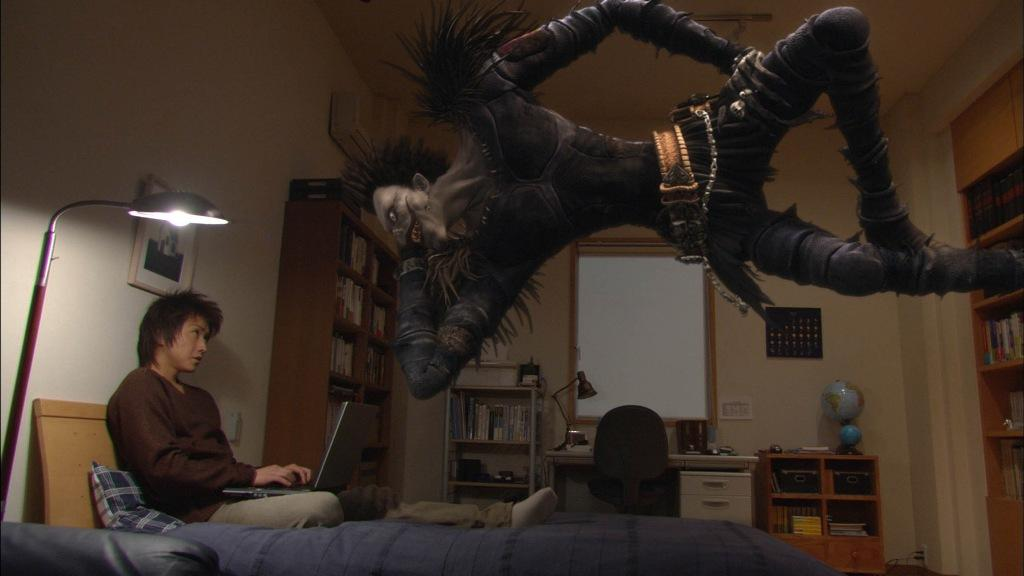 Light trova il Death Note dello Shinigami Ryuk
