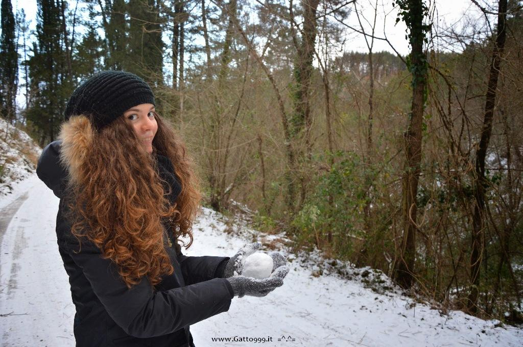 Passeggiata sulla neve in Appennino - walking on the Snow in Tuscany Italy