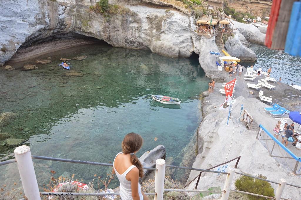 Cat isola di ponza ponza island italy - Isola di saona piscine naturali ...