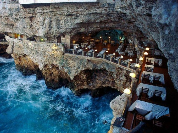 Map 1000 crazy places to see - Grotta Palazzese - Italy