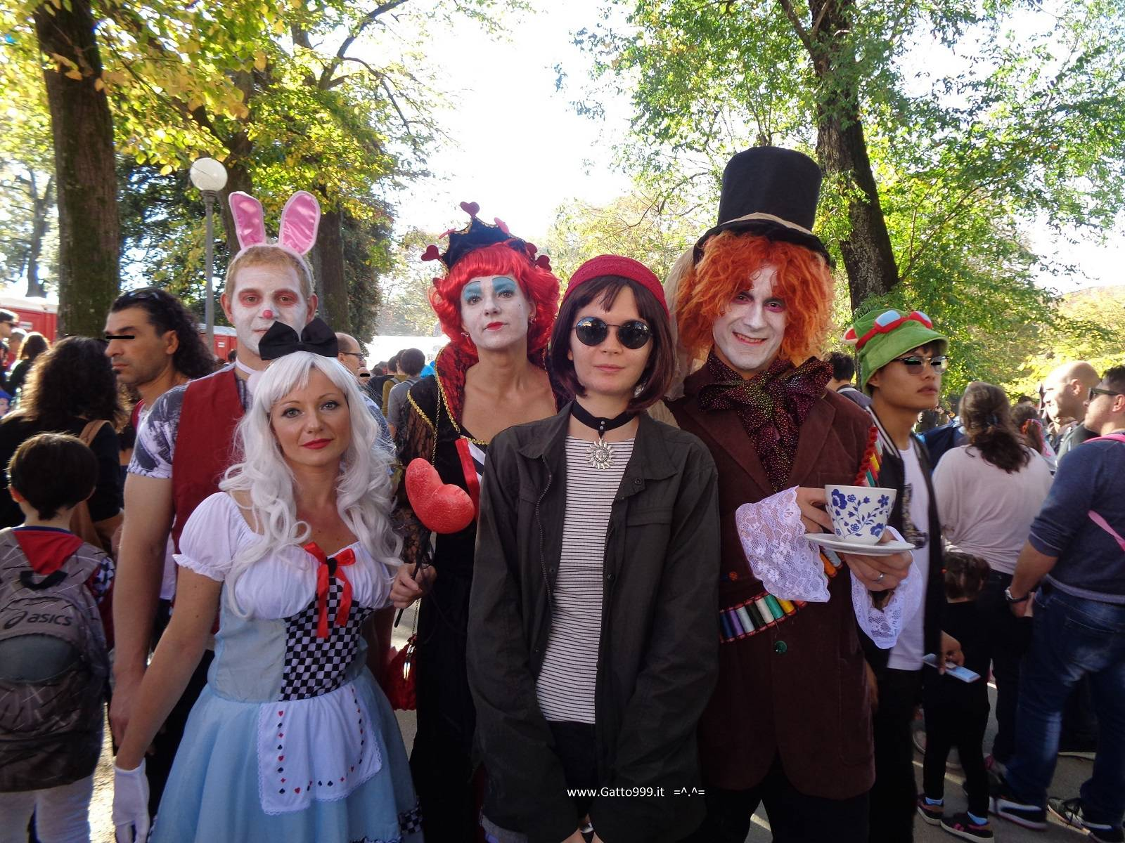 Cosplay Alice in Wonderland and mad hatter