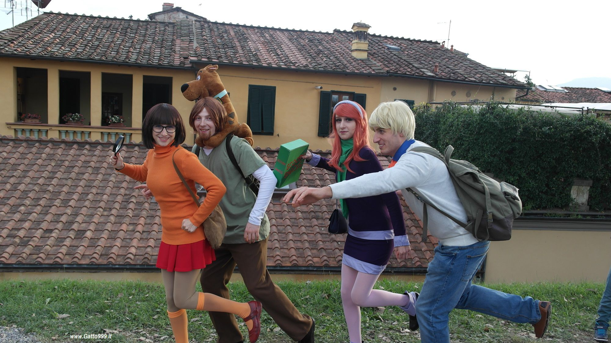 Cosplay Scooby-Doo Mystery Incorporated team Shaggy Rogers, Fred Jones, Daphne Blake, Velma Dinkley