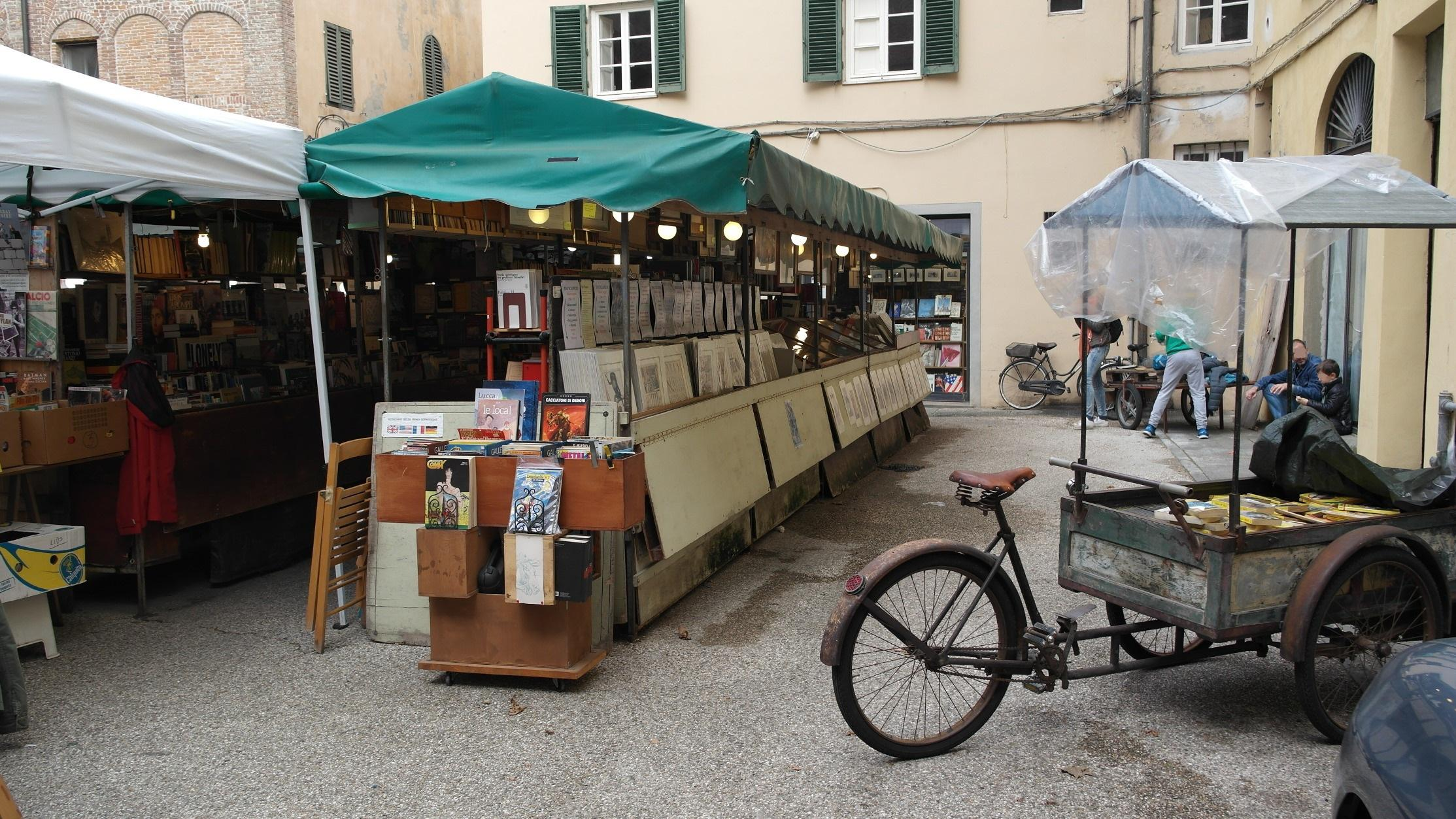 Book and Comic's Market