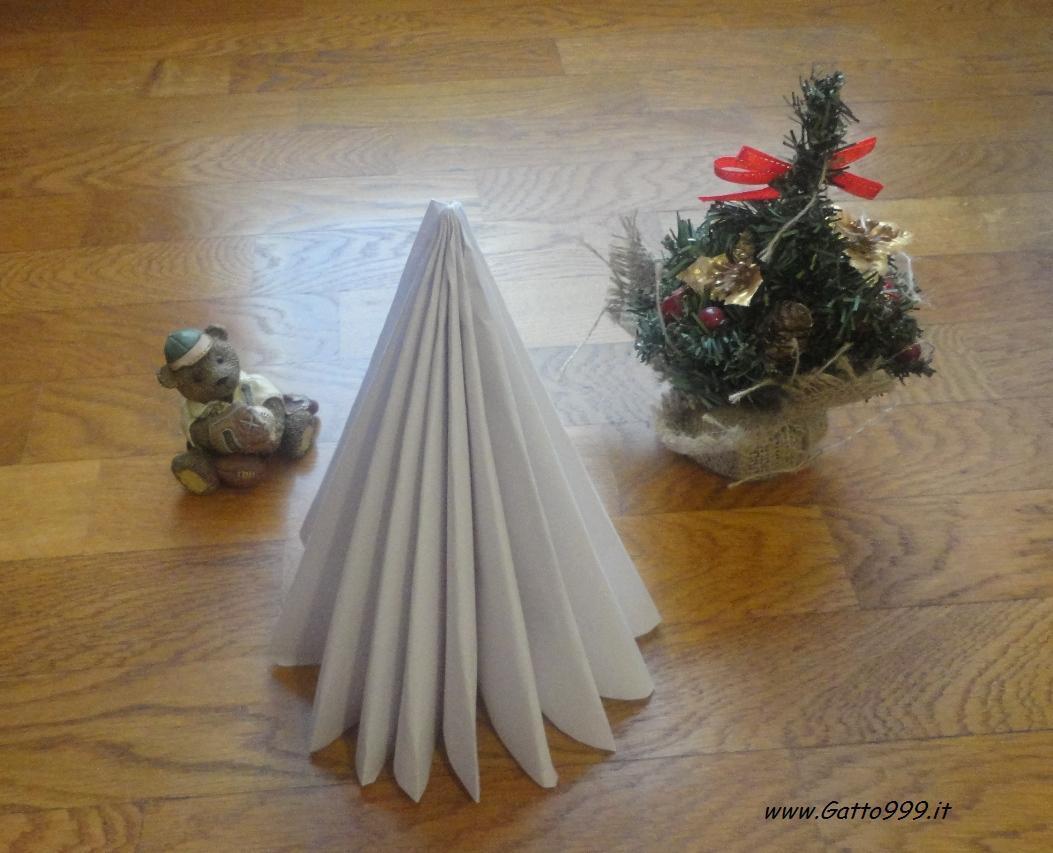 Cat come fare un albero di natale di carta for Alberi di natale di carta