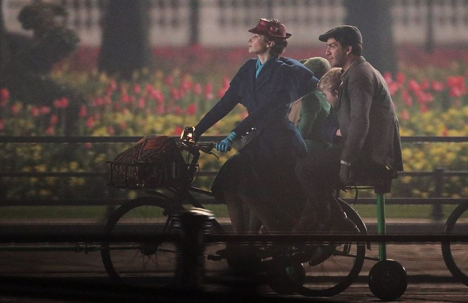 Mary Poppins Returns - il Ritorno di Mary Poppins - scene in the park