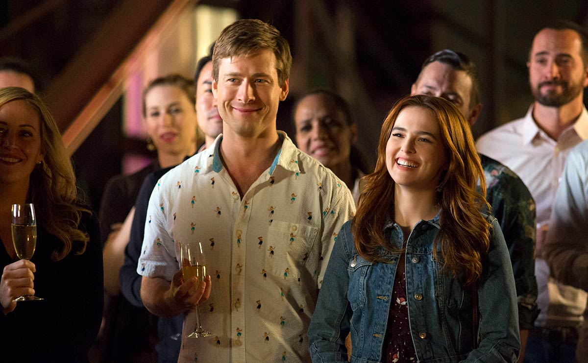 Set it up - Netlfix film scene party Zoey Deutch, Glen Powell