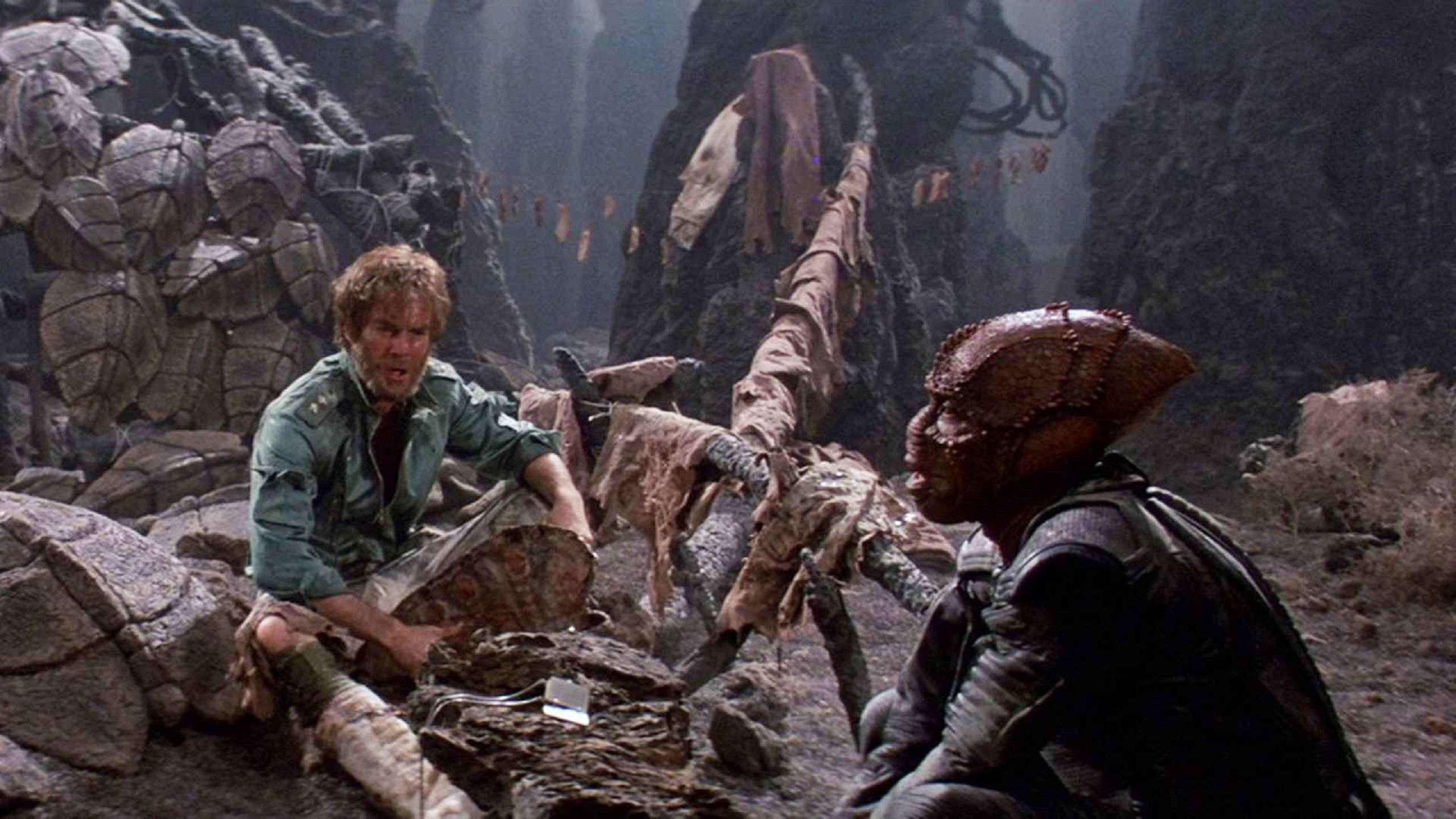 Enemy Mine 1985 survive camp alien planet