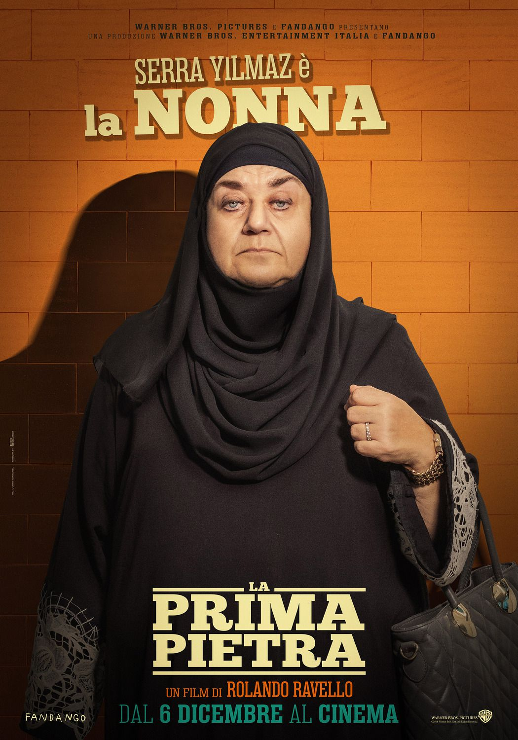 Sera Yilmaz la Nonna Grandmother