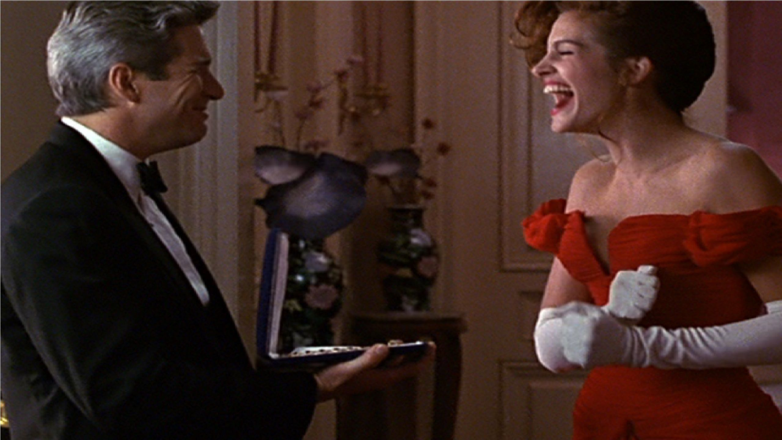 Pretty Woman - ring gift smile scene -  Richard Gere & Julia Roberts