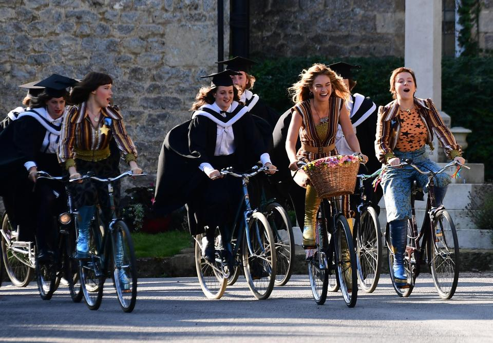 Mamma Mia 2 here we go again Mammamia ritorno - film scene graduate cycling