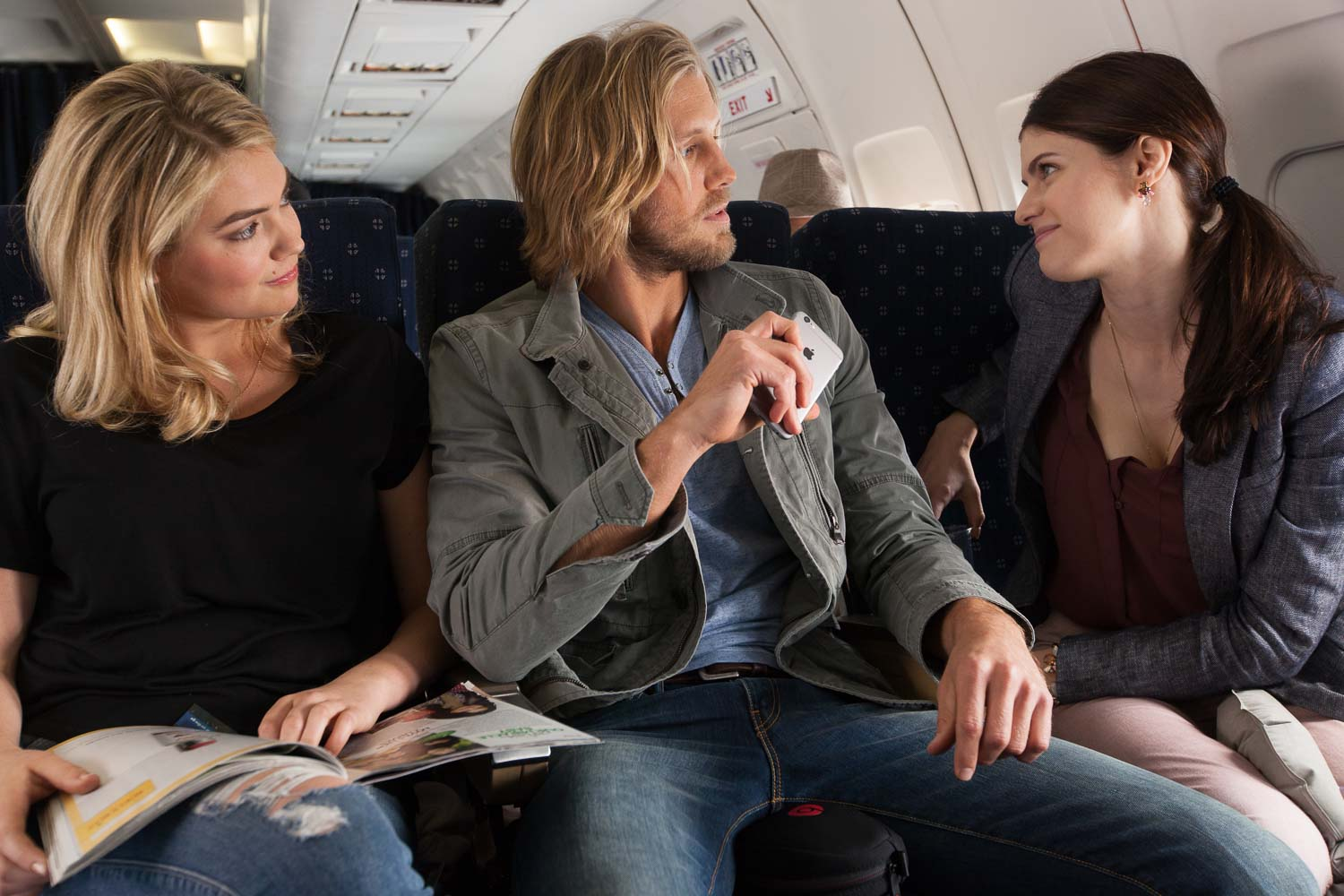 The Layover - airplane airport scene - Alexandra Daddario - Kate Upton