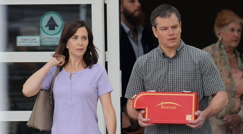 Film - Downsizing - scene - micro Camion con anelli - mini Truck with rings - Paul Safranek (Matt Damon) - Audrey Safranek (Kristen Wiig)