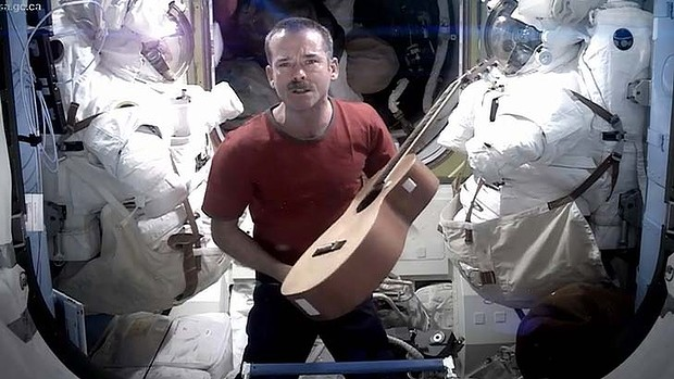Astronaut Chris Hadfield sing Space Oddity David Bowie Major Maior Tom ISS Art Music Adventure