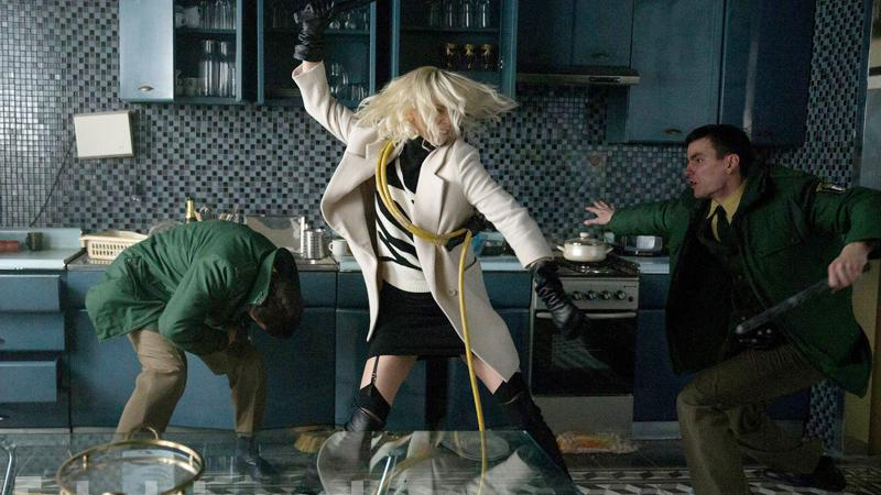 Atomic Blonde - Spy Story Film - Charlize Theron - scene fight