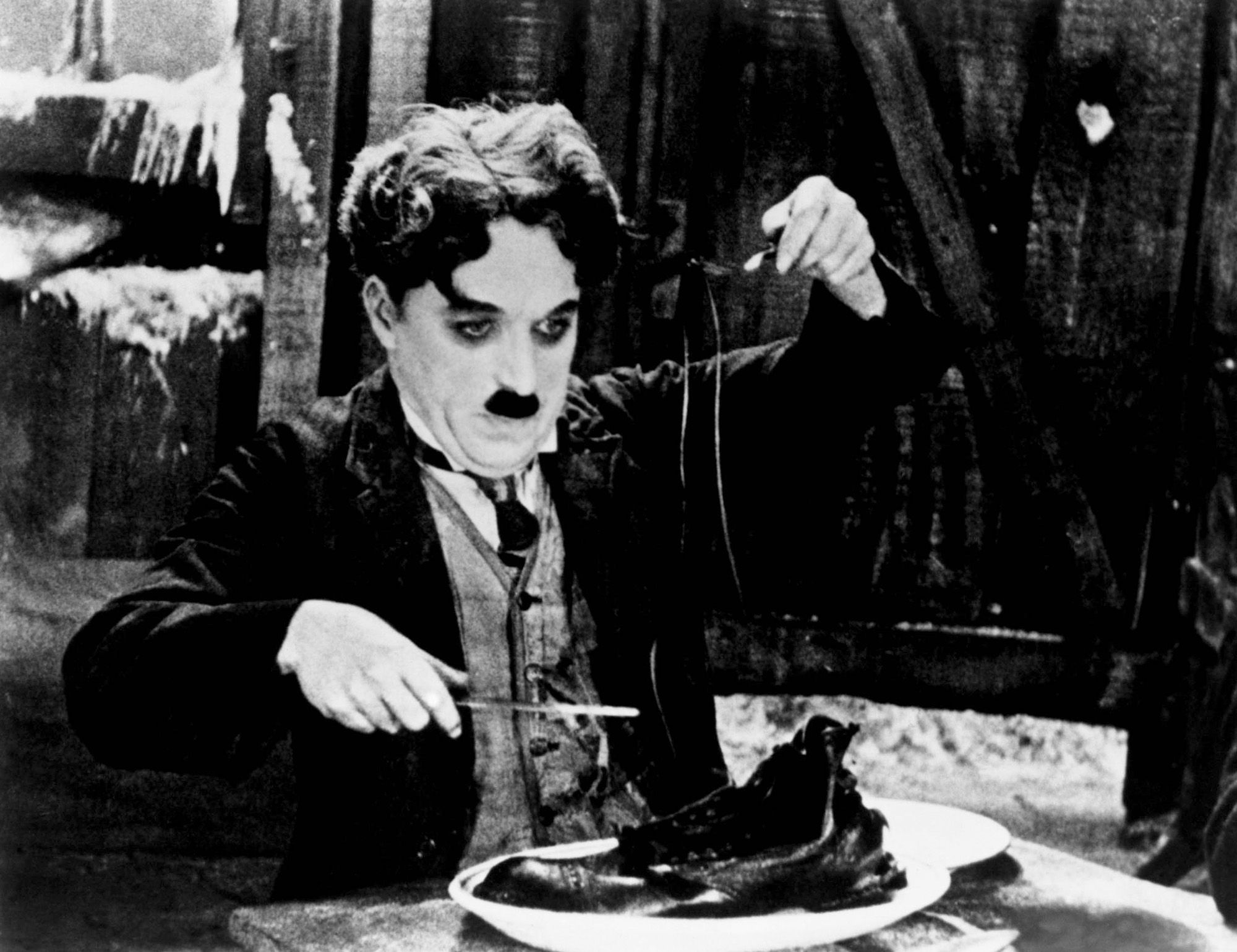 Film - Charlie Chaplin - 1925 - Gold Rush - Corsa all'Oro - scene - shoe dinner