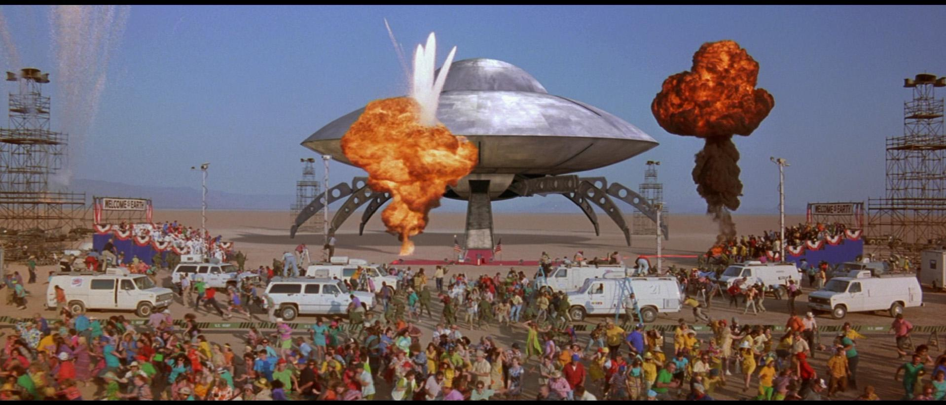 Mars Attacks - film scene - alien arrive with UFO