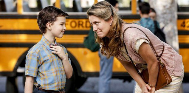 Young Sheldon - series - scene - first day at school - yellow bus and mom