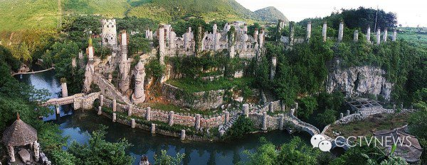 Song Peilun - Yelang Valley - China - One Man Castle